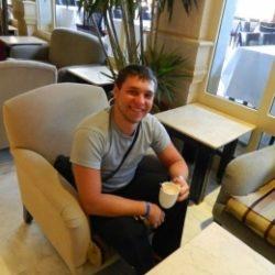 Молодой парень ищет взрослую даму в Ростове-на-дону