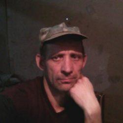Парень из Ростов-на-дону познакомииься с девушкой для взаимный ласк.